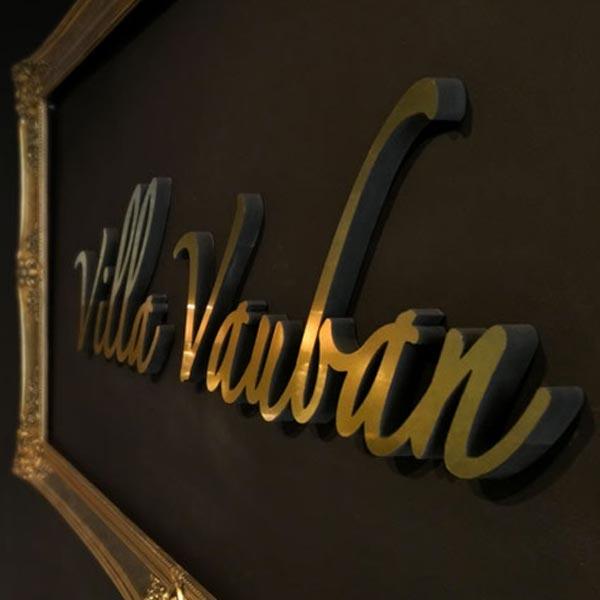 Enseigne et vitrophanie Villa Vauban